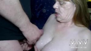 Sexo grupal con unas abuelas muy cachondas