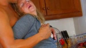 Esta abuela lleva toda la vida comiendo polla y se nota