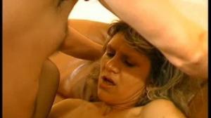 Abuelos cachondos se follan después de que se colocan bastante calientes al verse desnudos