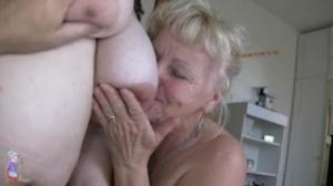 Bohunka es una vieja que folla con su marido y una sobrina en su casa