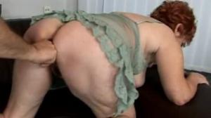 Madura improvisando con su amante poniendo su culo