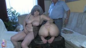Una pareja de viejos se buscan a una joven puta para gozar más