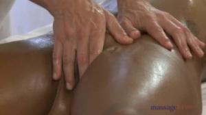 De masajear a follar solo hay un paso