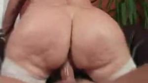 Gorda vieja demostrando que sabe usar el culo como diosa