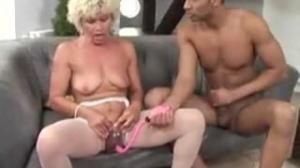 Una vieja con complejos de jovencita cachonda que quiere sexo
