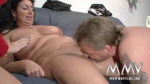 Una pareja de maduros en una terapia sexual inolvidable