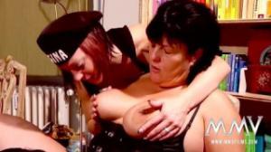 Como en Todo Relatos dos lesbianas se cogen a una vieja