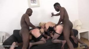 Dos negros hacen que estas lesbianas al estilo de Videos Xnxx