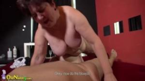 Una gorda usa su strapon para masturbarse en azteca porn