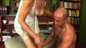Complace a su vieja en porn hub con una buena dosis de sexo