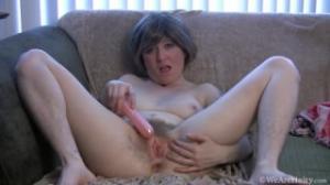 Lo que esta ama de casa quiere es masturbarse como las kindgirls