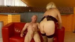 Parece que esta vieja de Aztecaporno no tiene límites sexuales