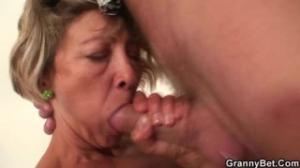 La abuela tiene un nuevo encuentro intenso con sexo romantico