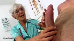 Esta vieja es doctora y hace sexo por dinero con mucho cariño