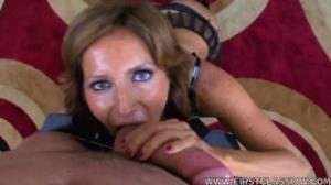 POV de una mujer madura en cogetube mamando con sensualidad