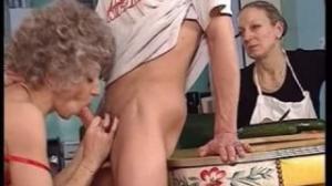 Hasta por el culo le da placer en xvideos a esta vieja guarra
