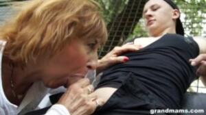 A esta abuela le gusta corromper a jóvenes en porno mexicano