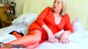 La sensualidad de una vieja gorda de realitykings que se toca todo