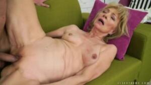 A la abuela le fascina participar en el porno amateur latino