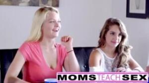 Así la madre le enseña a follar como lo hacen las pornstars