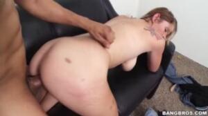 Una entrevista de trabajo se convierte en un casting porno