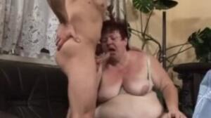 A él le gusta esta mujer mucho en videosx porque es bien gorda